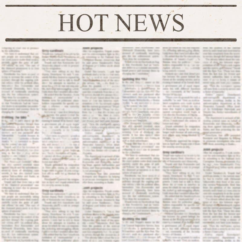 Tidning med varm nyheterna för rubrik och gammal oläslig text royaltyfria foton