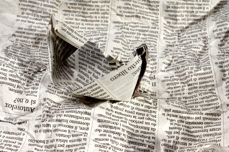 Tidningsfartyg på nyheterna arkivfoto