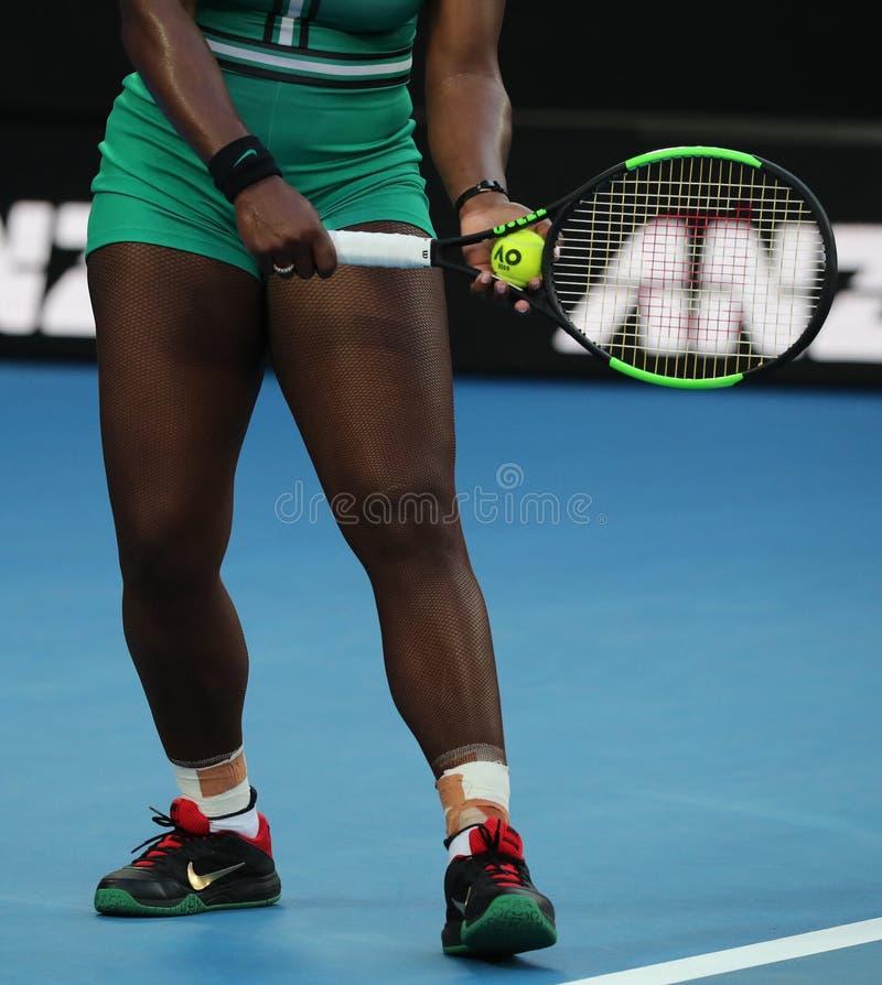 23-tids Grand Slam Champion Serena Williams of United States spelar med Wilson tennis racket under matchen 2019 AO arkivfoton
