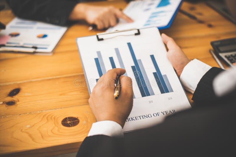 Tidsbeställning för partner för möte för advokat för affärsman med revisorn arkivfoton