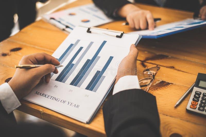Tidsbeställning för partner för möte för advokat för affärsman med revisorn arkivbilder