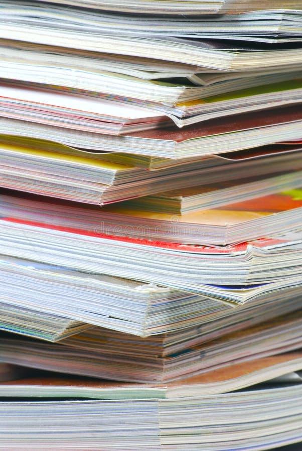 tidskriftstapel arkivfoto