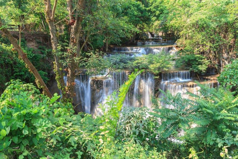 Tiefer Waldwasserfall in Kanchanaburi, Thailand lizenzfreie stockfotografie