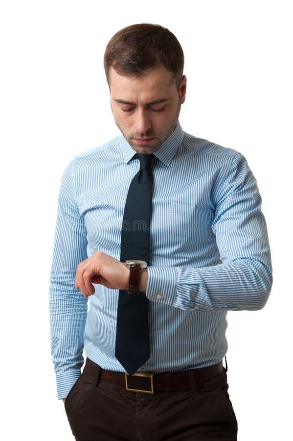 Tiempo cheking del hombre de negocios maduros foto de archivo