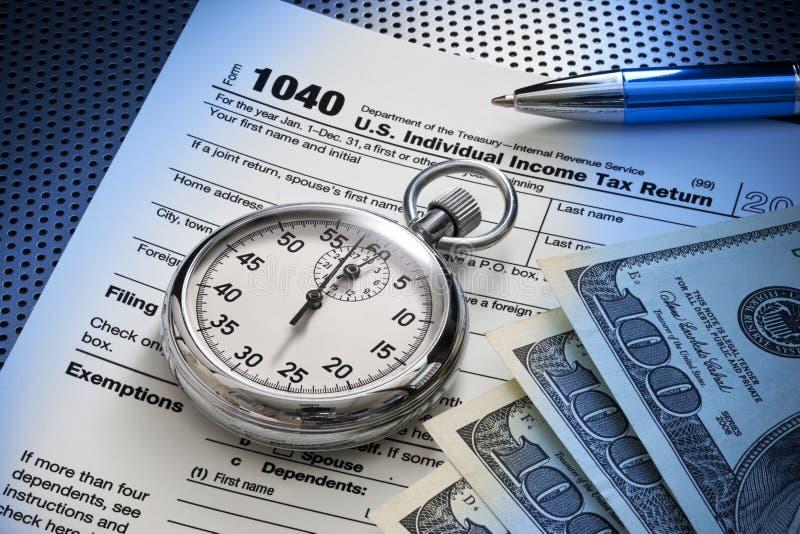 Tiempo de 1040 impuestos fotos de archivo