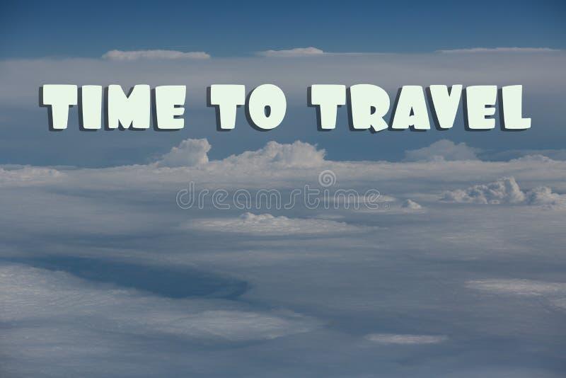 Tiempo de la inscripción para viajar en el cielo azul con las nubes imagen de archivo libre de regalías