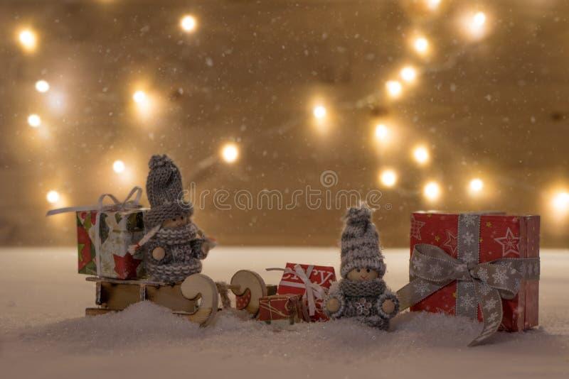 Tiempo de la Navidad con el bokeh y el carro foto de archivo libre de regalías