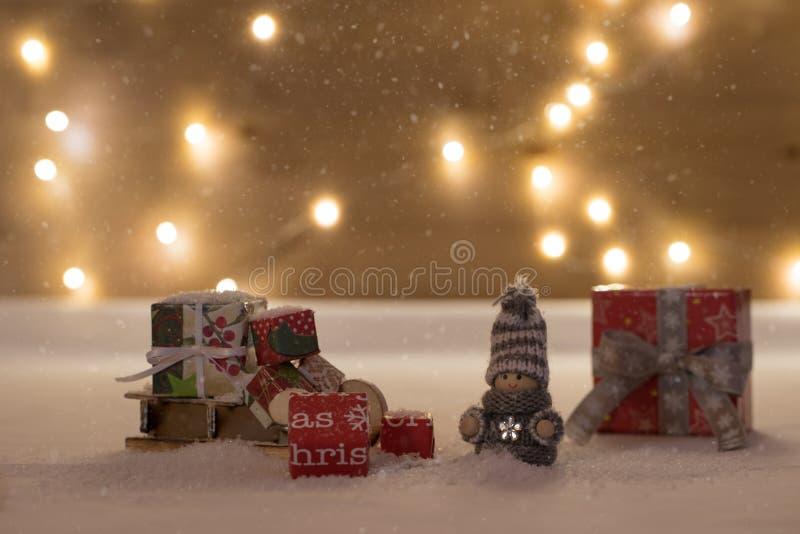 Tiempo de la Navidad con nieve imagen de archivo libre de regalías