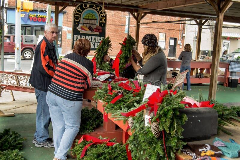 Tiempo de la Navidad en Salem Farmers Market fotos de archivo libres de regalías