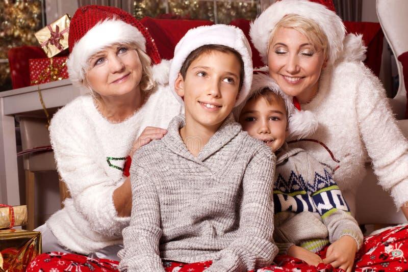 Tiempo de la Navidad Familia feliz fotos de archivo