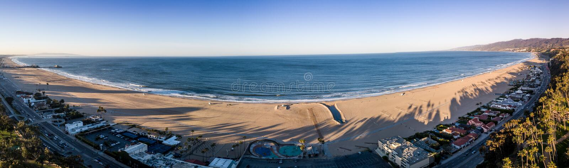 Tiempo de la salida del sol en la playa de Santa Monica, Los Angeles, California Los E imagen de archivo libre de regalías