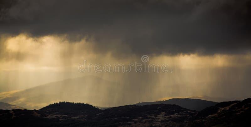Tiempo de la tormenta de las nubes de lluvia foto de archivo libre de regalías