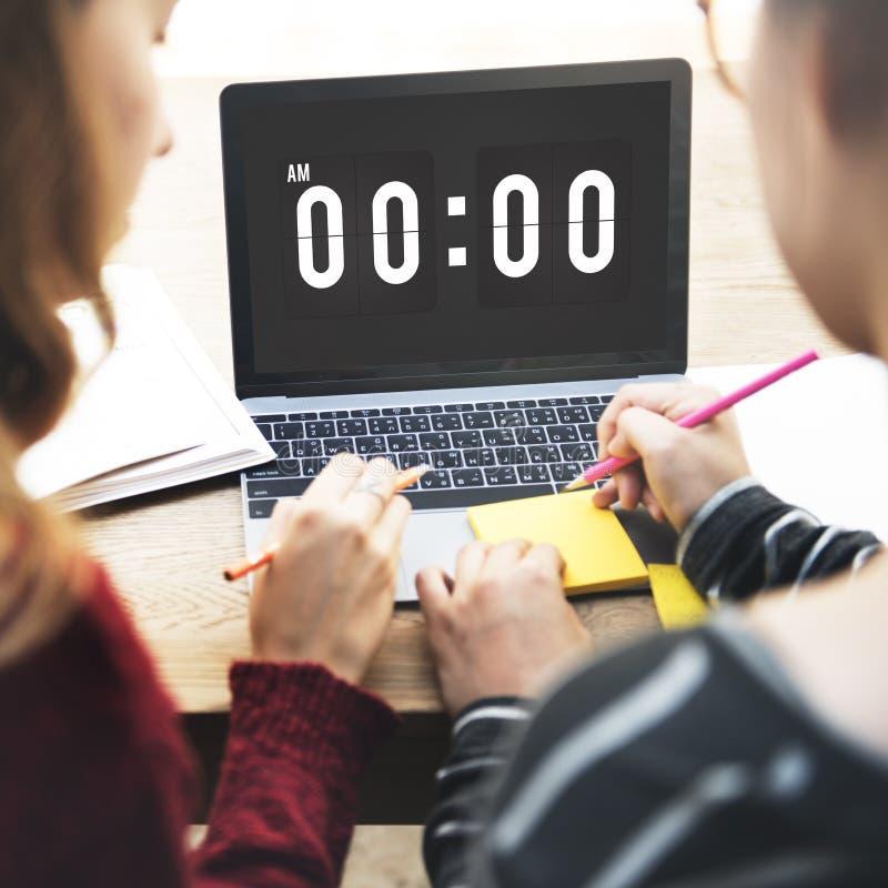 Tiempo de medianoche que mide el tiempo mañana de concepto foto de archivo