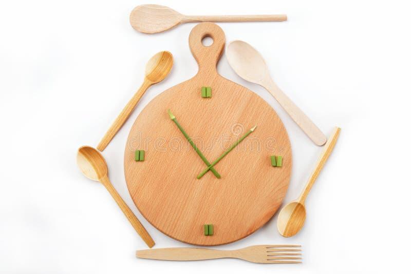 Tiempo del almuerzo. Comidas. Los relojes se hacen de verde. imagenes de archivo