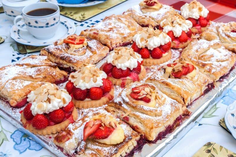 Download Tiempo del café del verano imagen de archivo. Imagen de platos - 42428685