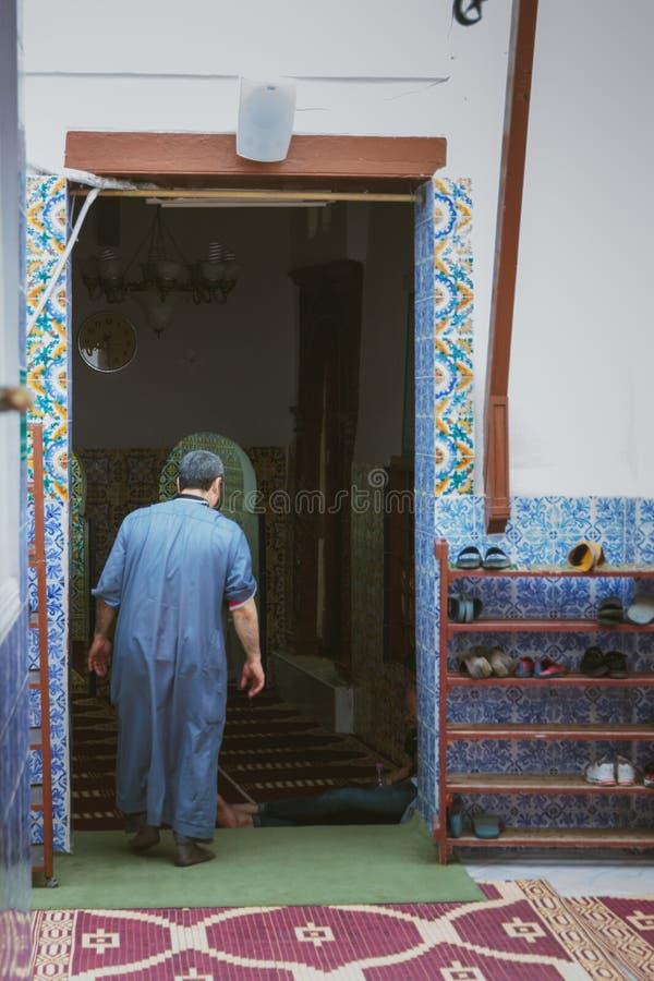 Tiempo del rezo durante el Ramadán en Argelia fotografía de archivo