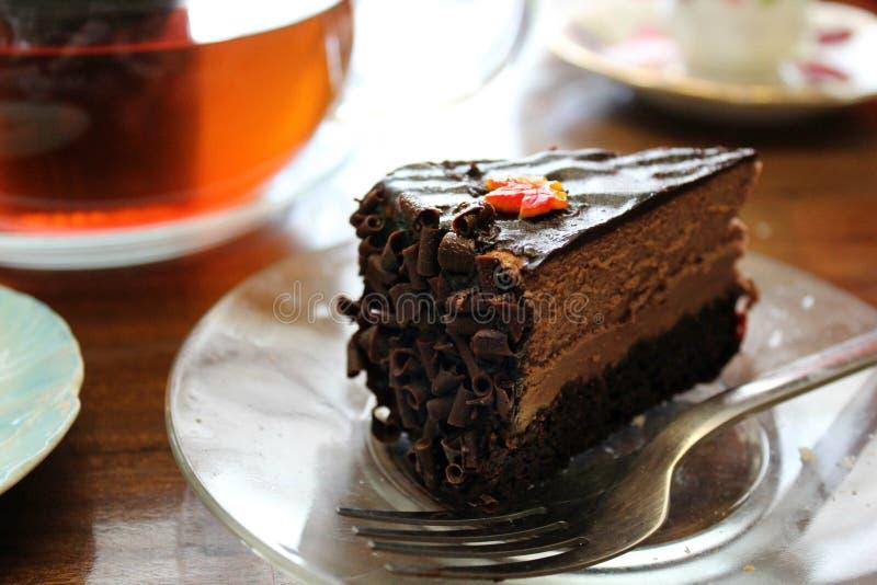 Tiempo del té con la torta de chocolate fotografía de archivo libre de regalías