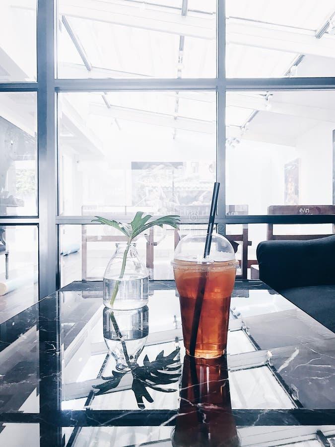 Tiempo del té en el café alrededor de mi hogar foto de archivo