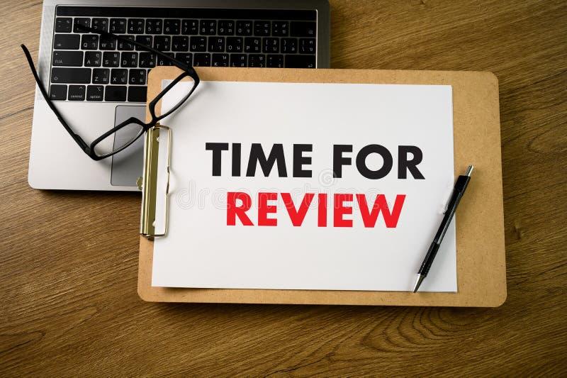 Tiempo en l?nea de la evaluaci?n de los comentarios para auditar de la evaluaci?n de la inspecci?n del comentario fotografía de archivo