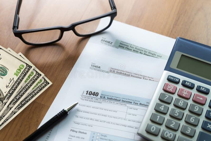 tiempo individual de la forma de la contabilidad financiera de la vuelta de la renta del impuesto para imagen de archivo