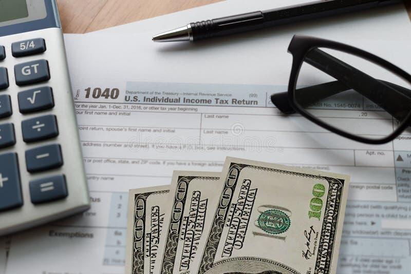 tiempo individual de la forma de la contabilidad financiera de la vuelta de la renta del impuesto para foto de archivo libre de regalías