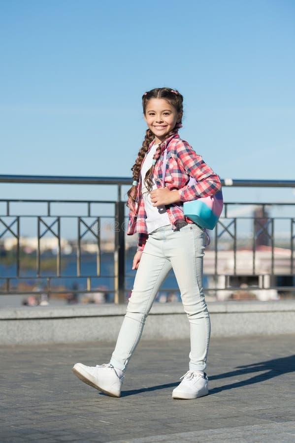 Tiempo libre y ocio Fondo urbano de la muchacha Actividades para los adolescentes vacaciones y ocio Acontecimientos del fin de se foto de archivo