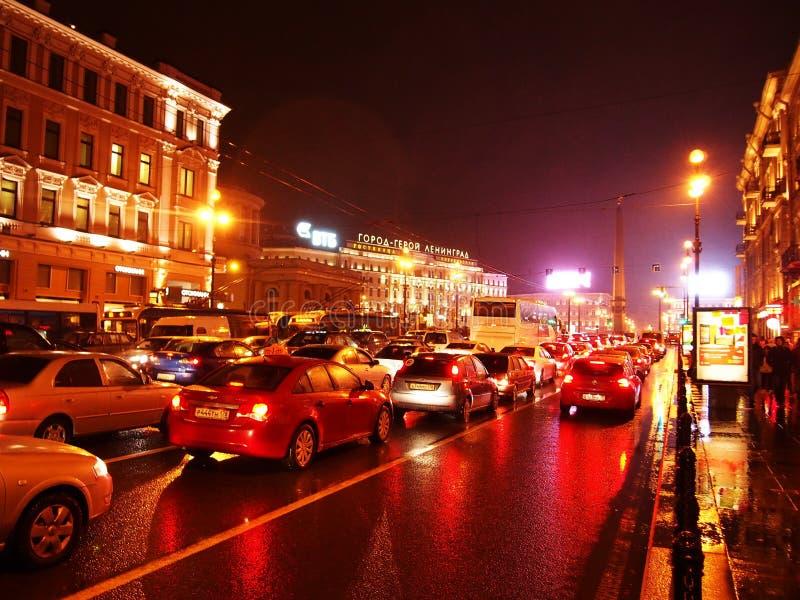 Tiempo lluvioso en St Petersburg Ciudad melanc?lica y lluviosa en el r?o de Neva Detalles y primer imagen de archivo libre de regalías