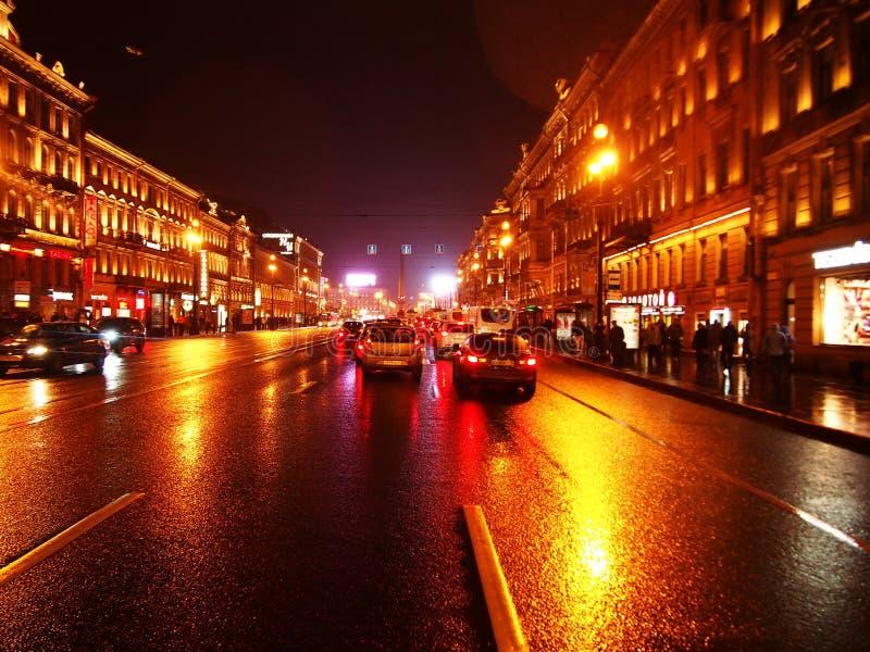 Tiempo lluvioso en St Petersburg Ciudad melanc?lica y lluviosa en el r?o de Neva Detalles y primer fotos de archivo libres de regalías
