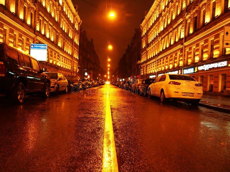 Tiempo lluvioso en St Petersburg Ciudad melanc?lica y lluviosa en el r?o de Neva Detalles y primer fotografía de archivo