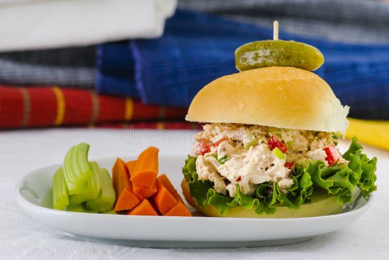 Tiempo Tuna Salad Sandwich del almuerzo imagenes de archivo