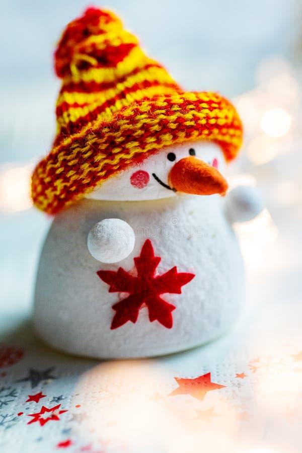 Tiempo y aduanas checos - figura blanca decorati de la Navidad del muñeco de nieve fotos de archivo