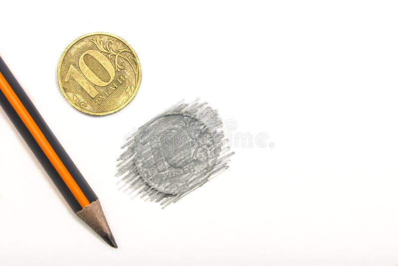 Tien Russische die roebels in potlood op een witte natuurlijke achtergrond worden getrokken stock foto's