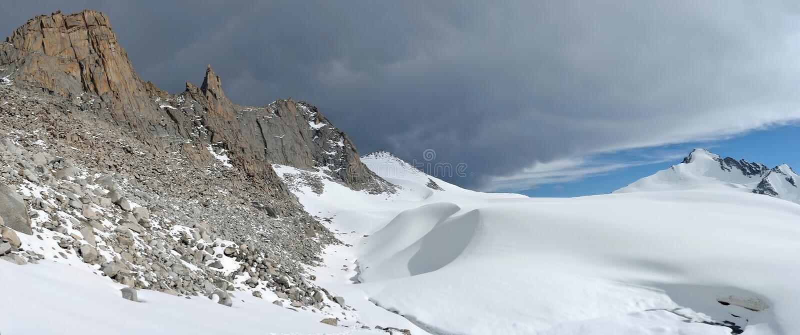 Tien Shan berg i Kasakhstan royaltyfria foton