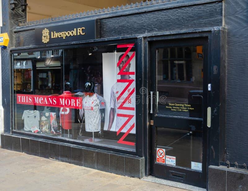 Tienda al por menor del club del fútbol de Liverpool en Chester fotos de archivo