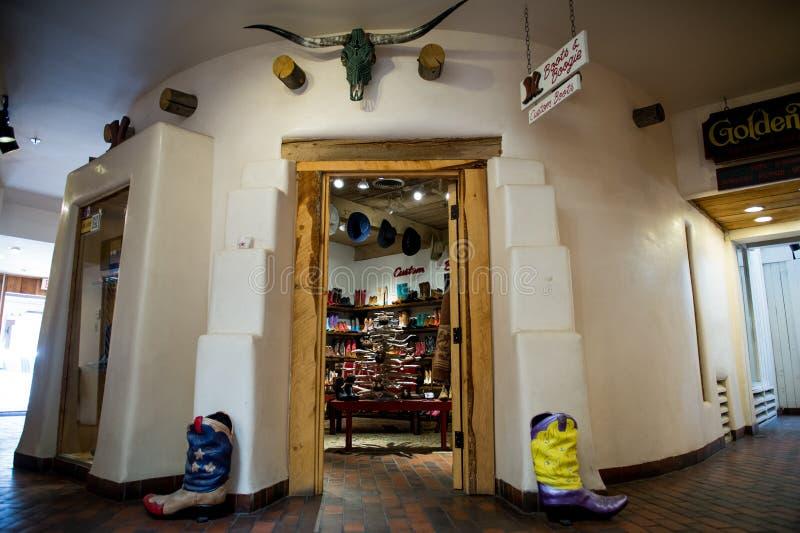 Tienda con las botas de vaquero como se ve en Santa Fe imagen de archivo libre de regalías