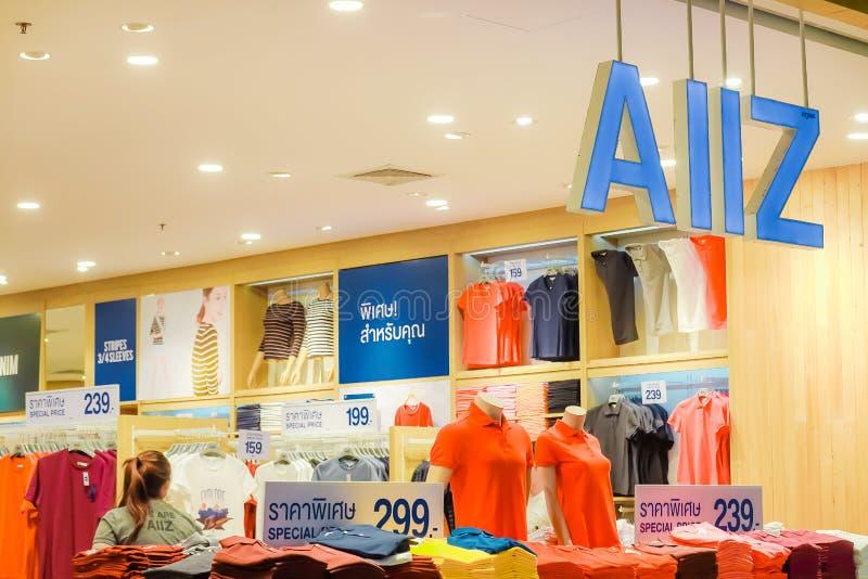 Tienda de AIIZ en el praram central 3 Bangkok el 17 de enero de 2019 Es fabricante poseído de ropa y fue fundado en 1995 foto de archivo