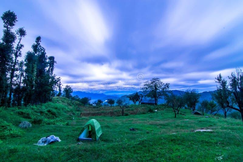 Tienda de campaña en Himalaya imagen de archivo libre de regalías