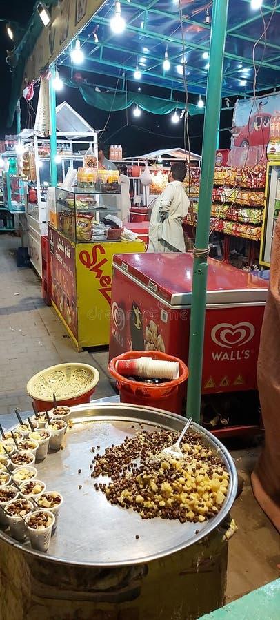 Tienda de comida rápida en el parque Gulshan Iqbal Lahore Pakistán imagen de archivo libre de regalías