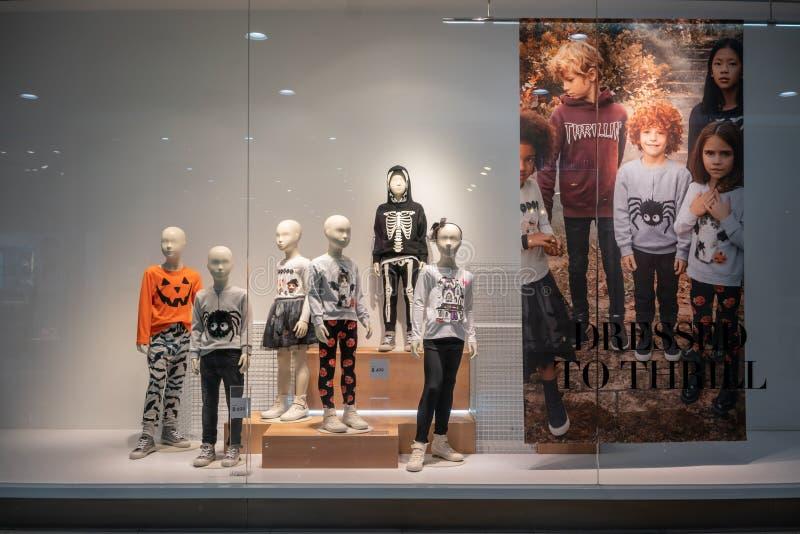Tienda de H&M en el parque de Paradise, Bangkok, Tailandia, el 22 de octubre de 2018 imagen de archivo