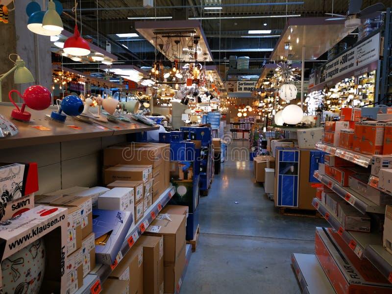 Tienda de Hornbach interior - accesorios de iluminación caseros fotos de archivo
