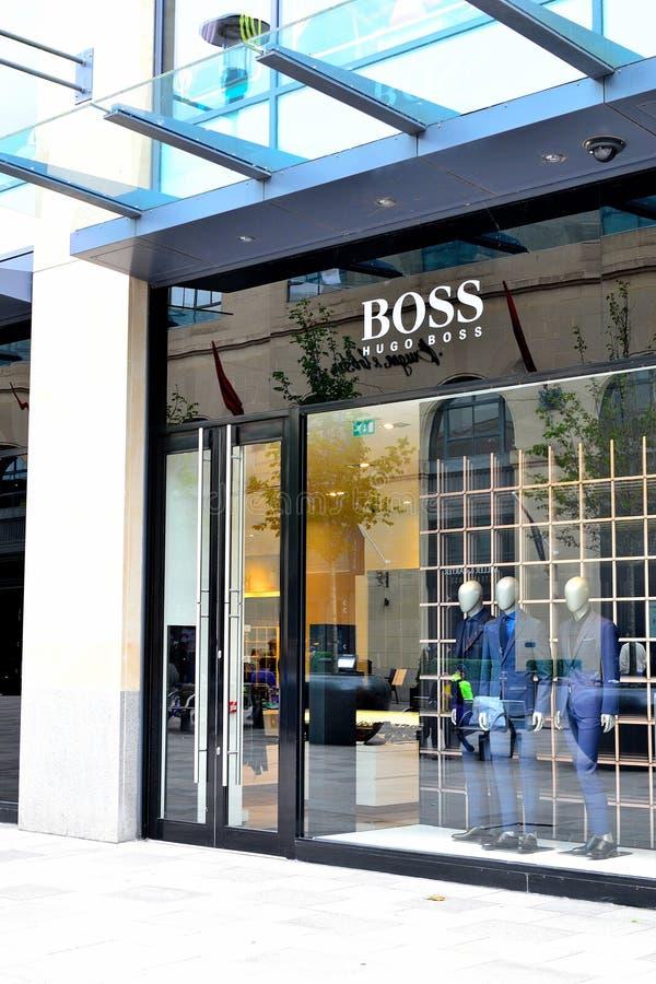 tienda de Hugo Boss en Cardiff, Reino Unido imagen de archivo