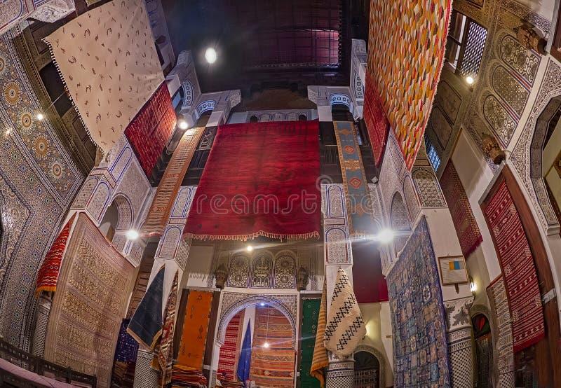 Tienda de la alfombra en Fes, Marruecos imagen de archivo