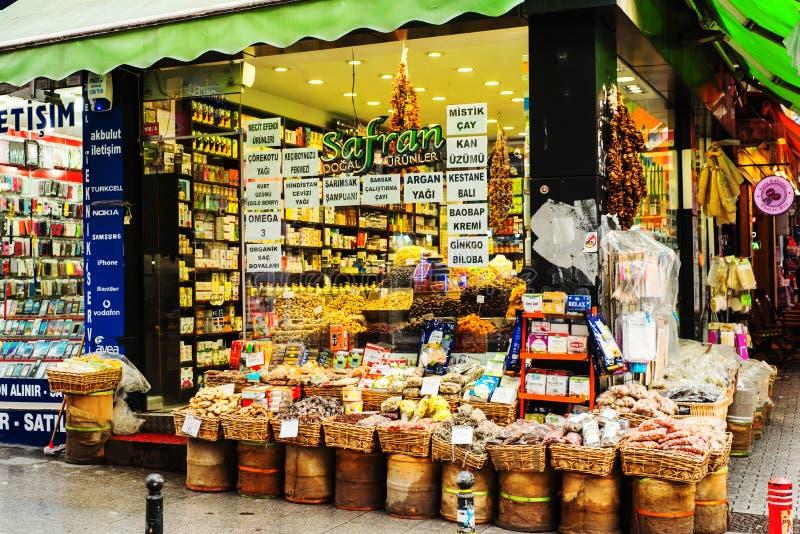 Tienda de la calle de los tés y de las especias en Estambul imagen de archivo
