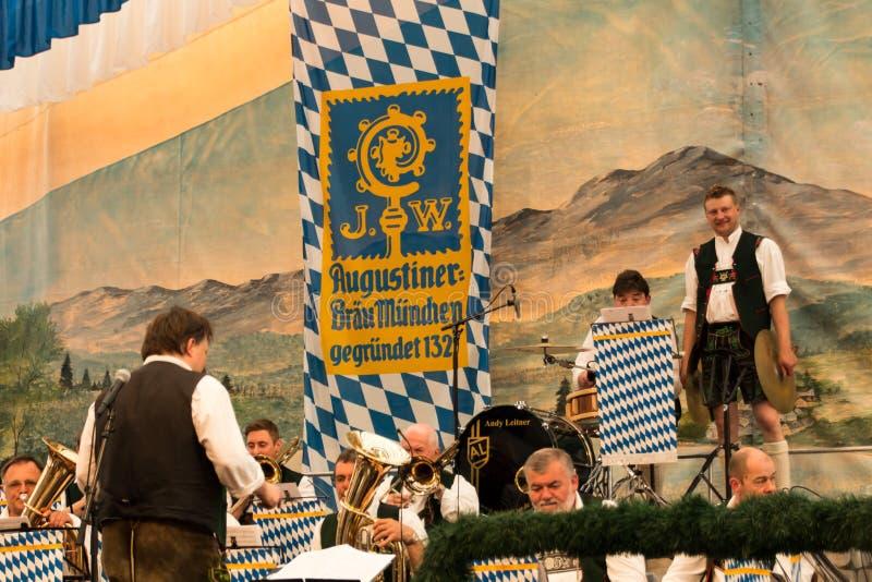 Tienda de la cerveza en el festival de primavera en Theresienwiese en Munich, alemana fotos de archivo libres de regalías