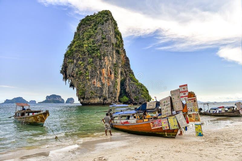 Tienda de la lancha de Tailandia en paisaje natural fotografía de archivo