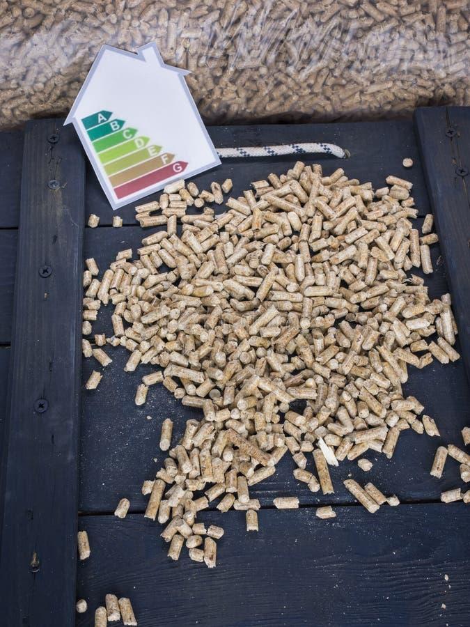 Tienda de la pelotilla y etiqueta de madera de la energía fotos de archivo libres de regalías