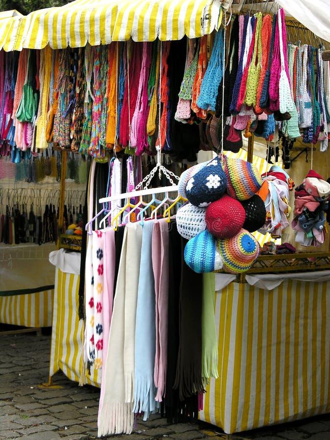Tienda de las bufandas imágenes de archivo libres de regalías