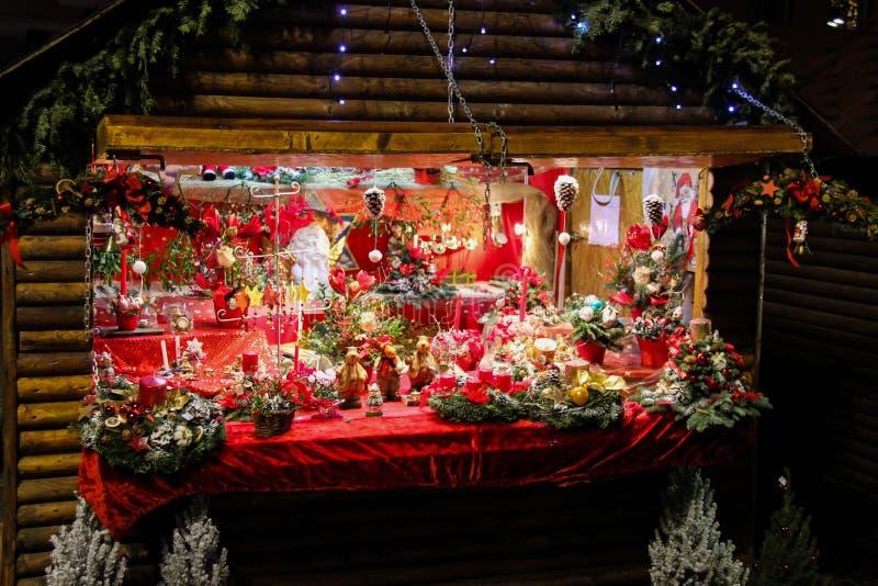 Tienda de las decoraciones de la Navidad foto de archivo