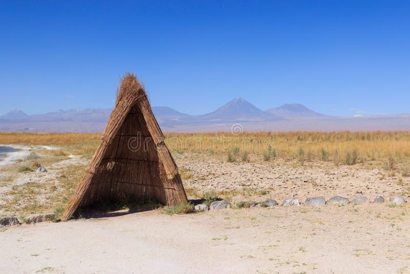 Tienda de los indios norteamericanos de madera en el desierto de Atacama foto de archivo libre de regalías
