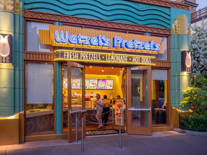 Tienda de los pretzeles de Wetzel en Disney céntrico fotografía de archivo